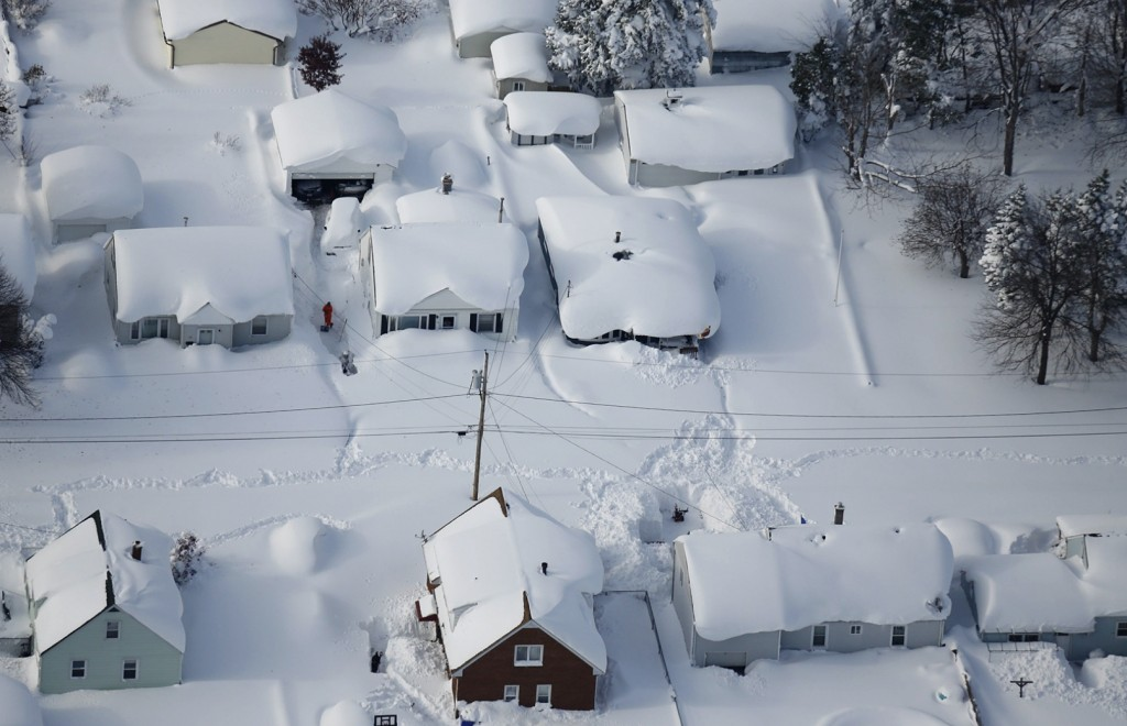 neighborhood under snow in buffalo NY